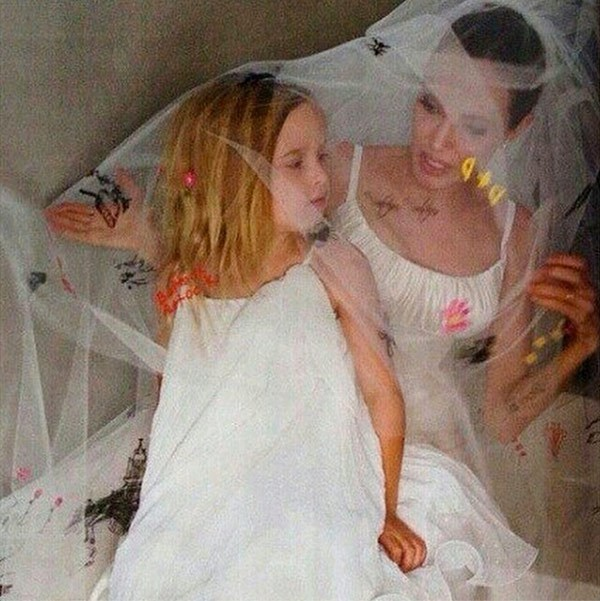 angelina jolie vivienne jolie pitt wedding Brad Pitt and Angelina Jolie Wedding Photos Finally Revealed