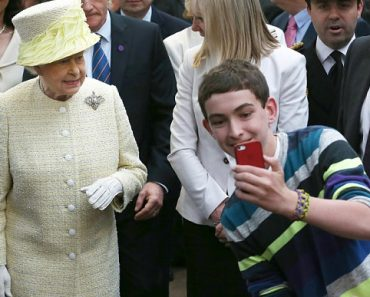 Queen Elizabeth Doesn't Like Selfies