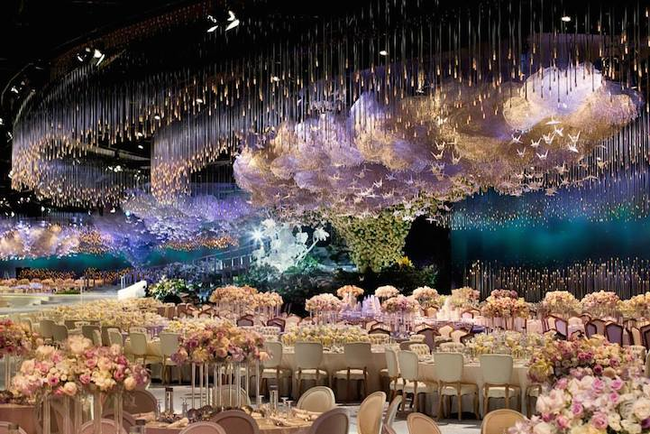 14155267437532 desktop 1412266886 Over The Top Wedding Reception Recreates the Heavens