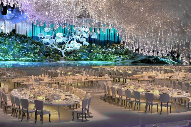 14155267438611 desktop 1412266884 Over The Top Wedding Reception Recreates the Heavens