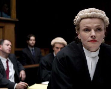 Why do british lawyers and judges wear wigs?